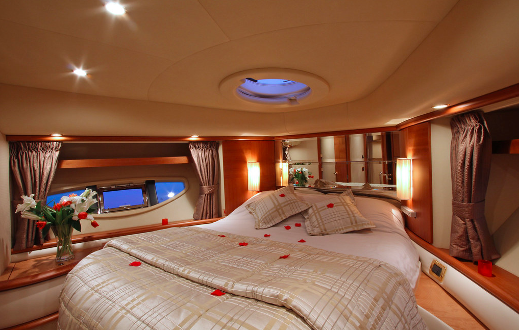 Azimut 62 Evo yacht for sale VIP cabin