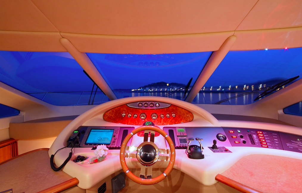 Azimut 62 Evo yacht for sale helm station