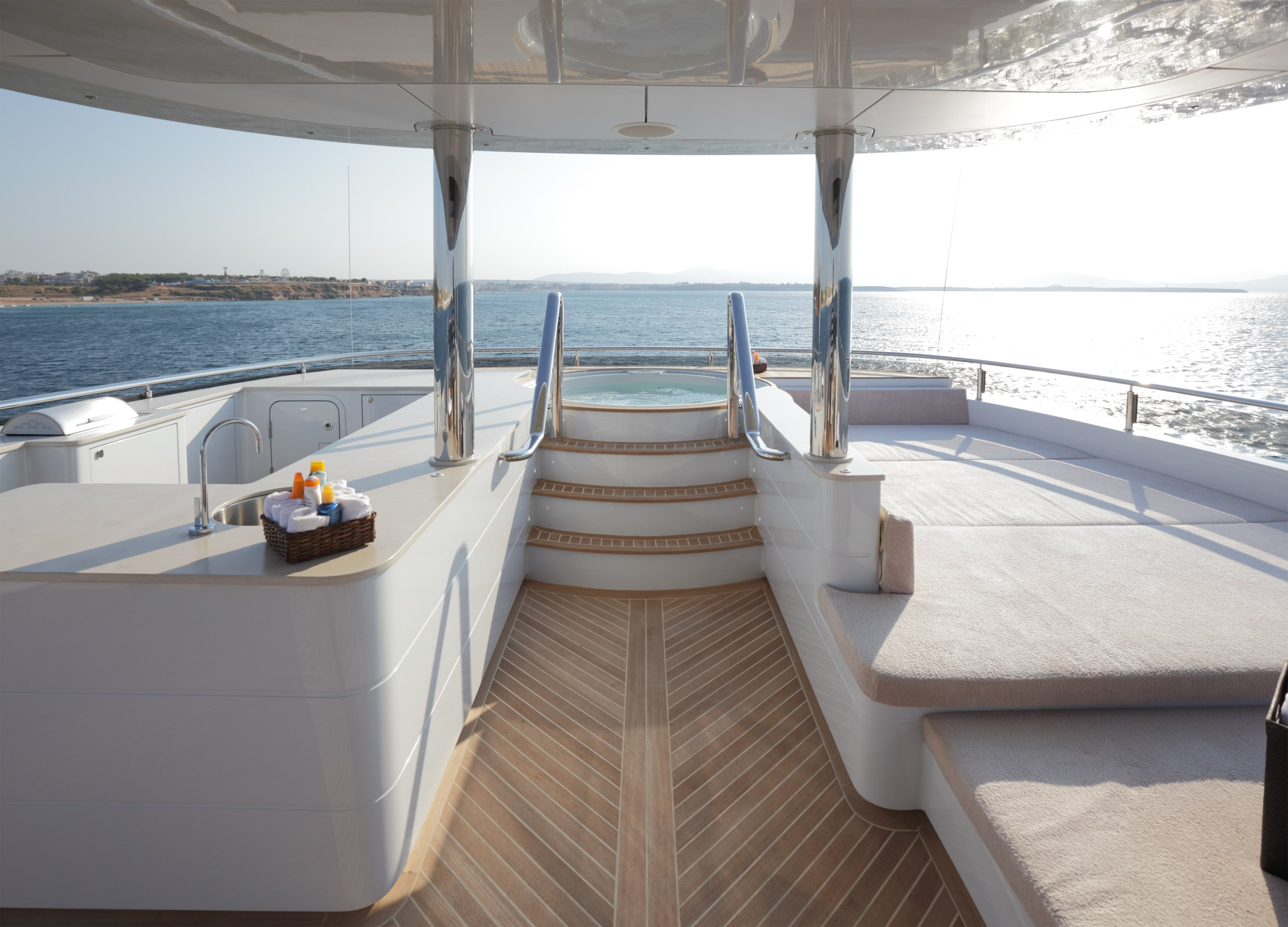 Curvelle Quaranta Yacht For Sale SunDeck-min