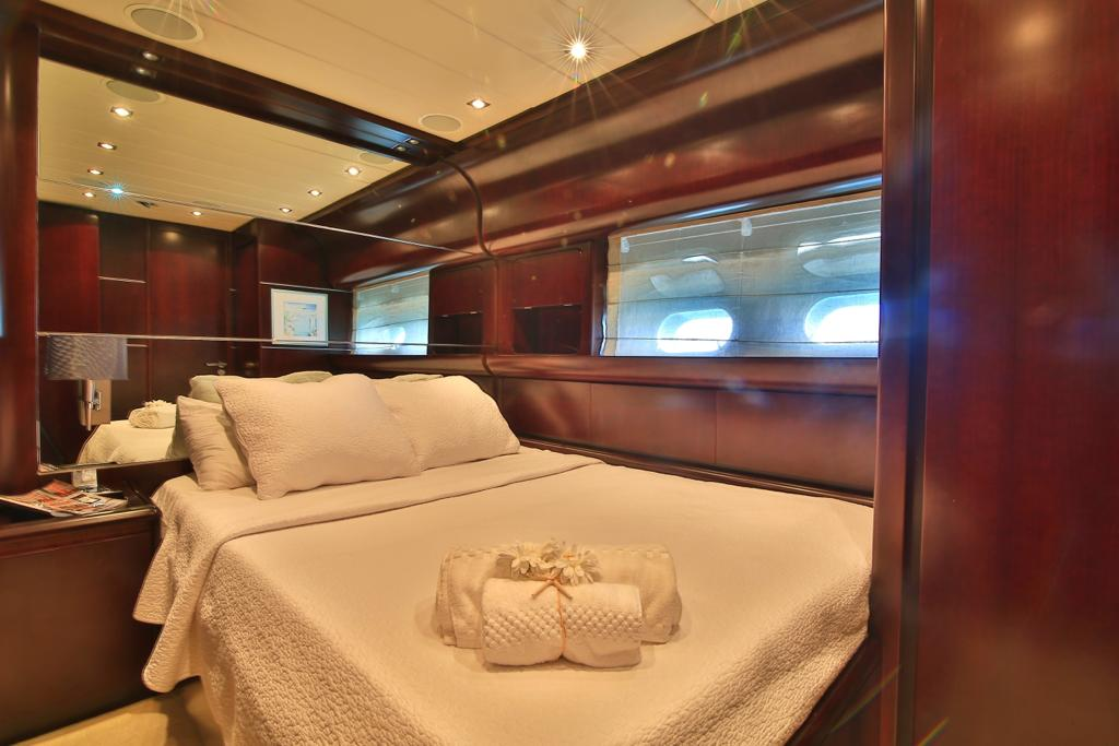 Leopard 27 yacht for sale guest cabin