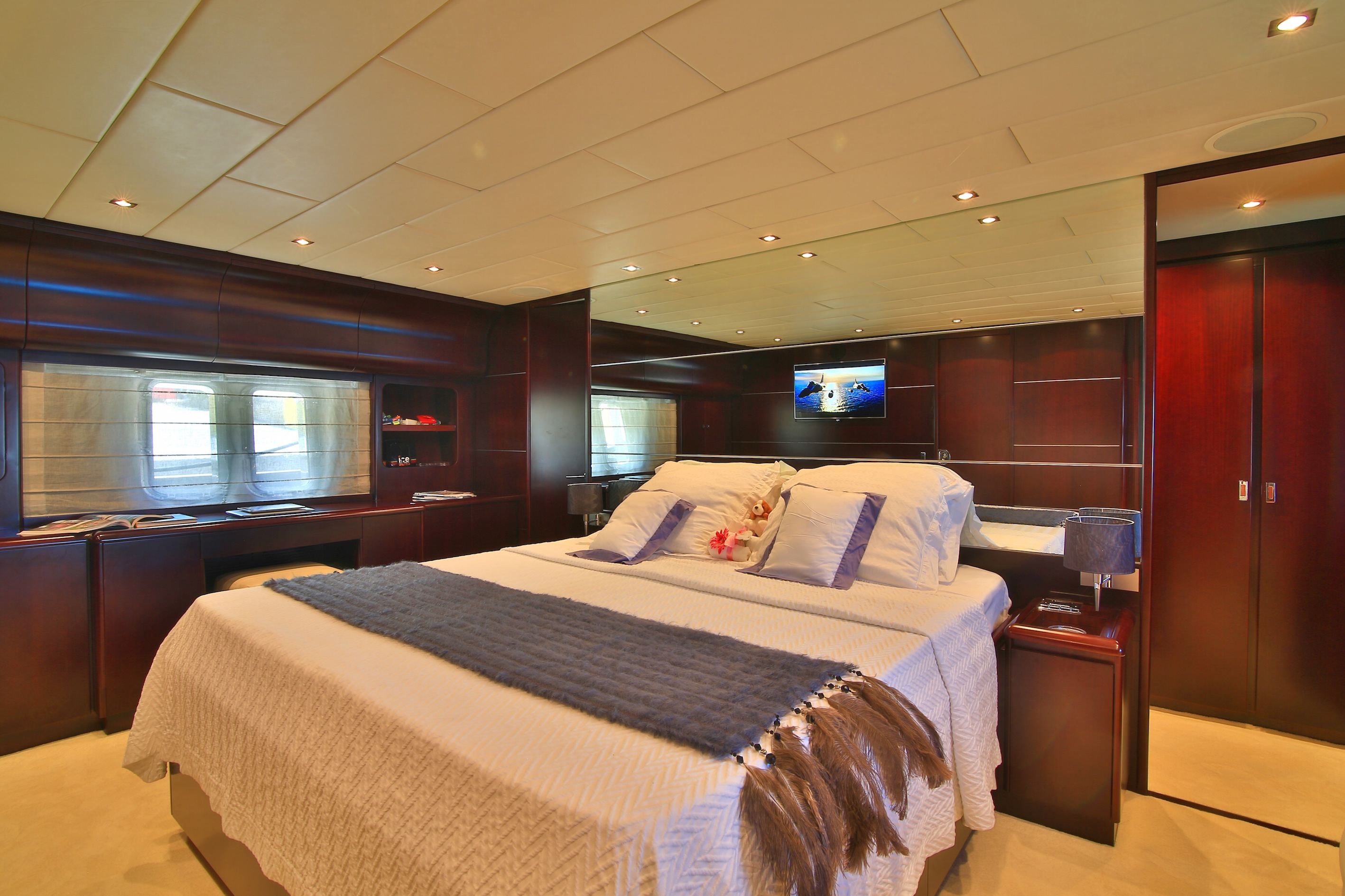 Leopard 27 yacht for sale master cabin