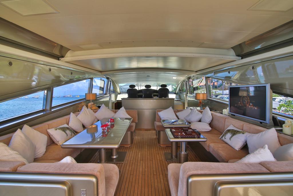 Leopard 27 yacht for sale saloon 2