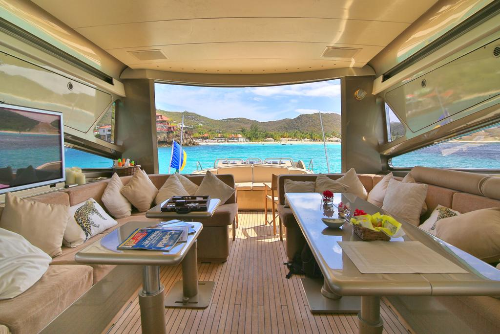 Leopard 27 yacht for sale saloon
