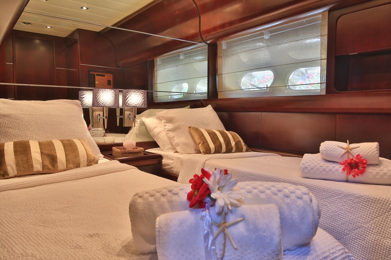 Leopard 27 yacht for sale twin cabin