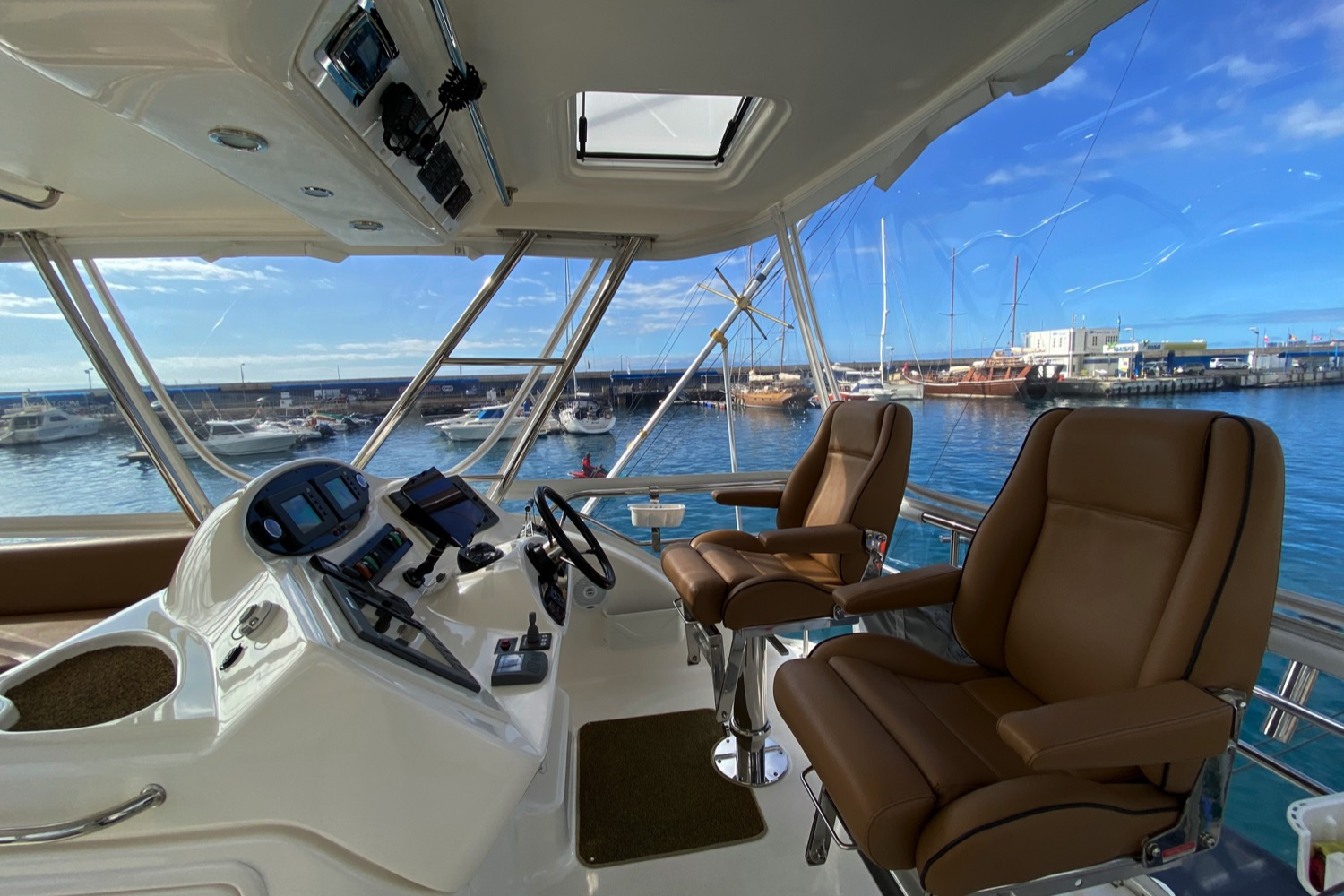 Riviera 47 Fly Yacht For Sale 20