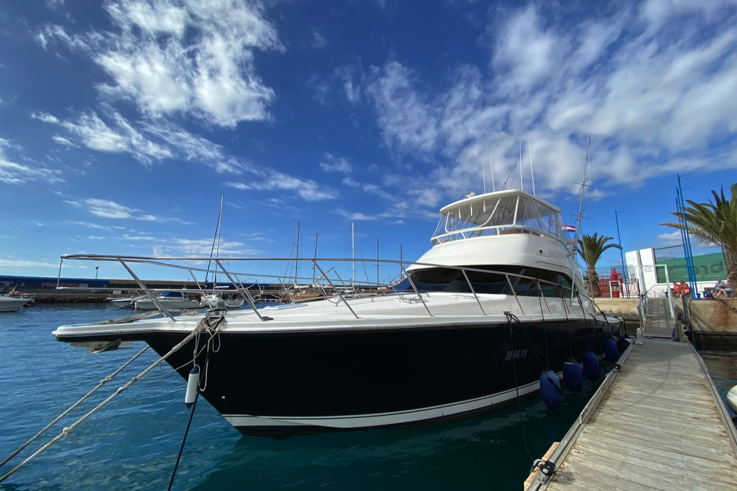 Riviera 47 Fly Yacht For Sale 23