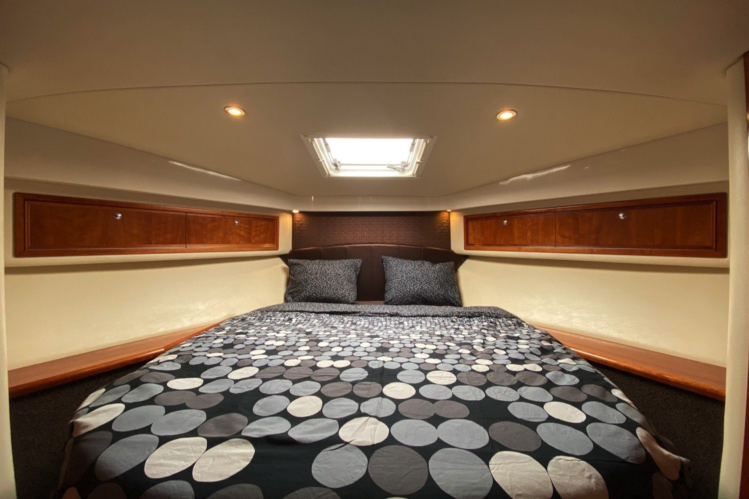 Riviera 47 Fly Yacht For Sale 27