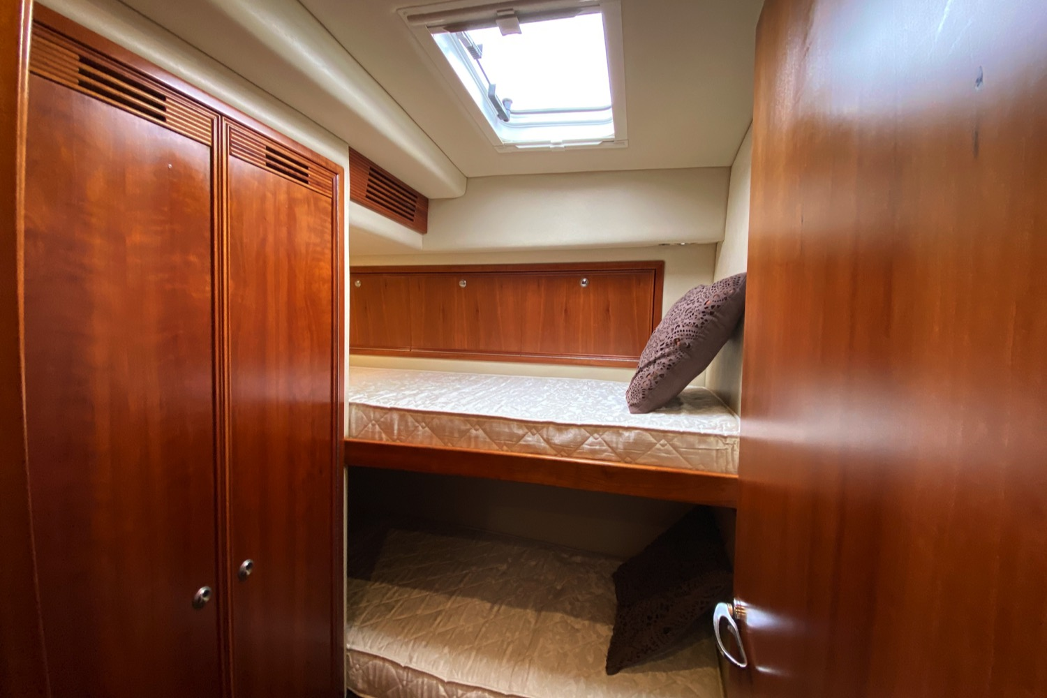 Riviera 47 Fly Yacht For Sale 33