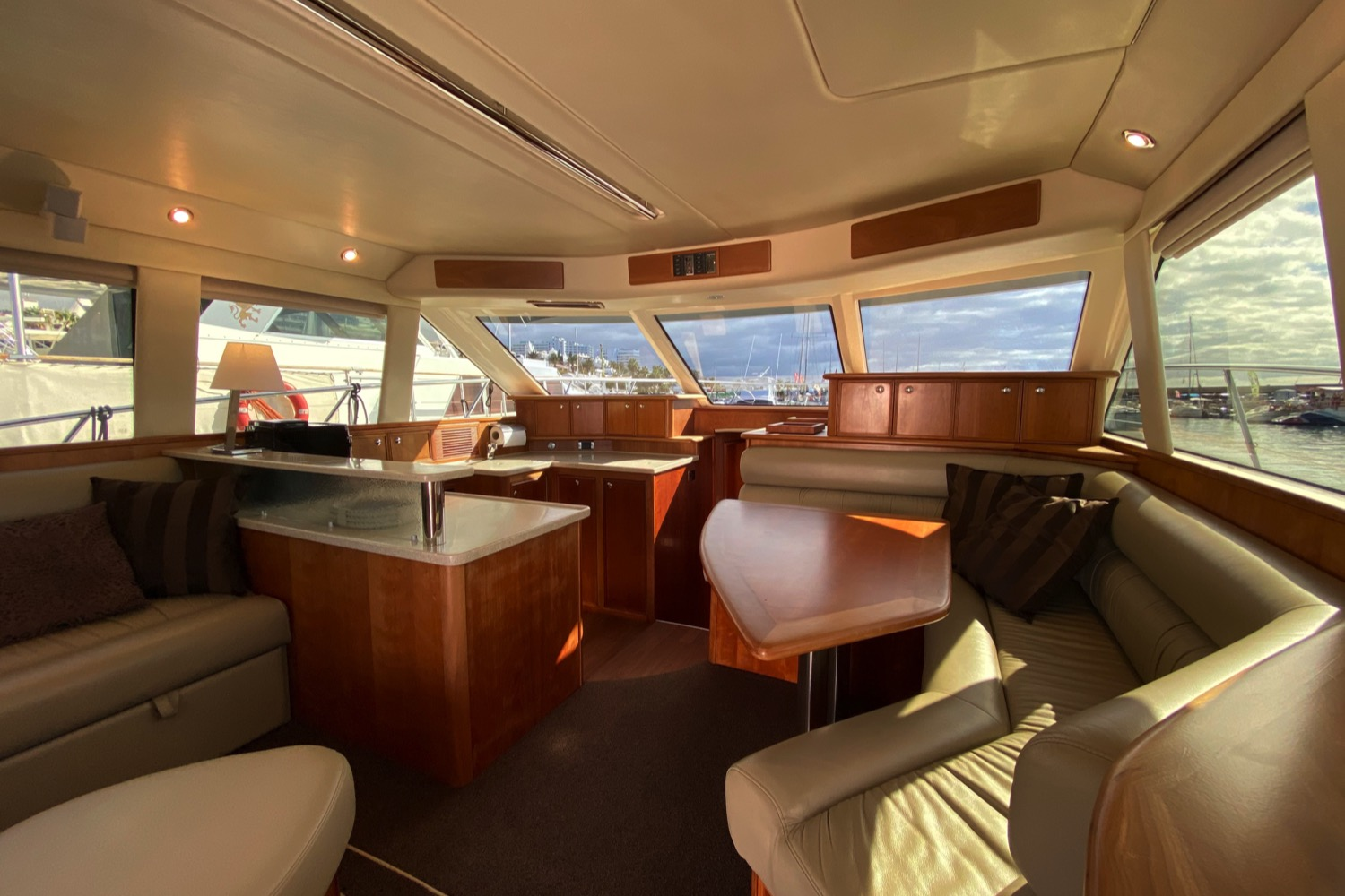Riviera 47 Fly Yacht For Sale 71