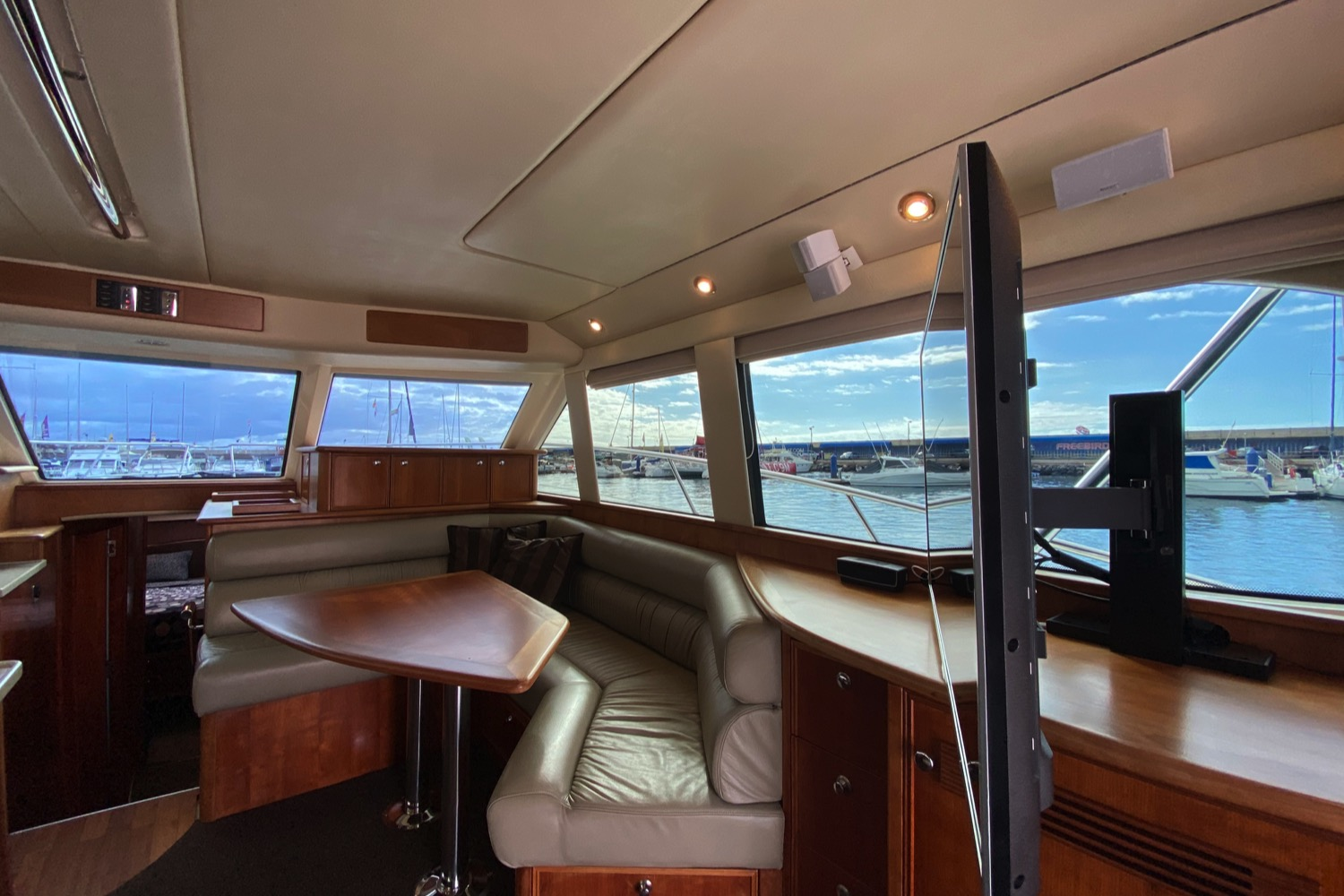 Riviera 47 Fly Yacht For Sale 89
