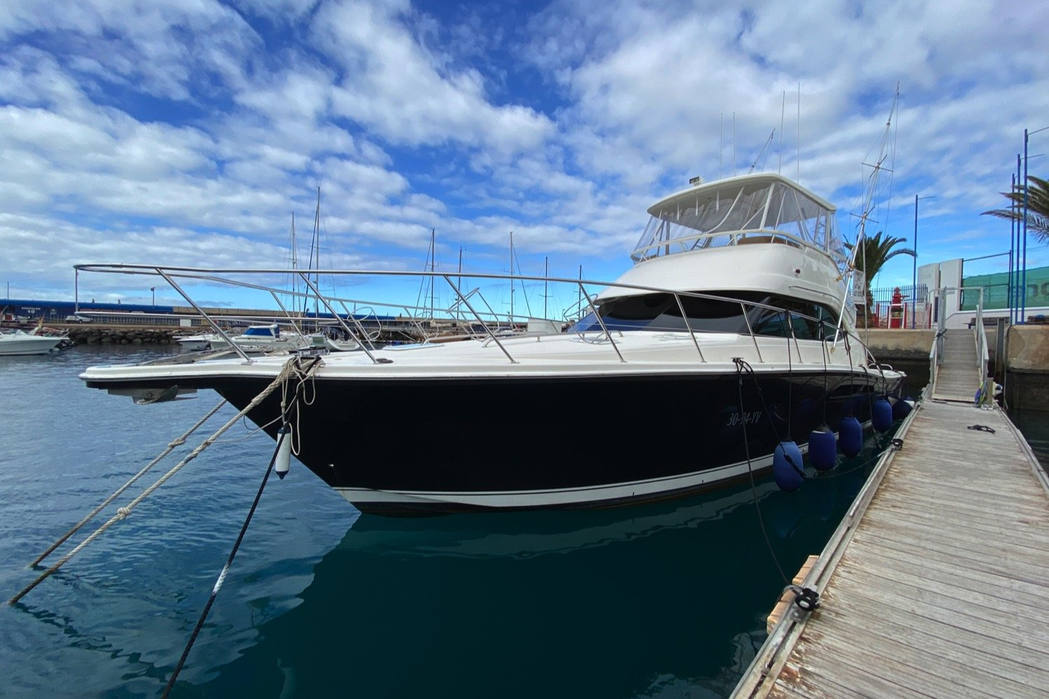 Riviera 47 Fly Yacht For Sale1