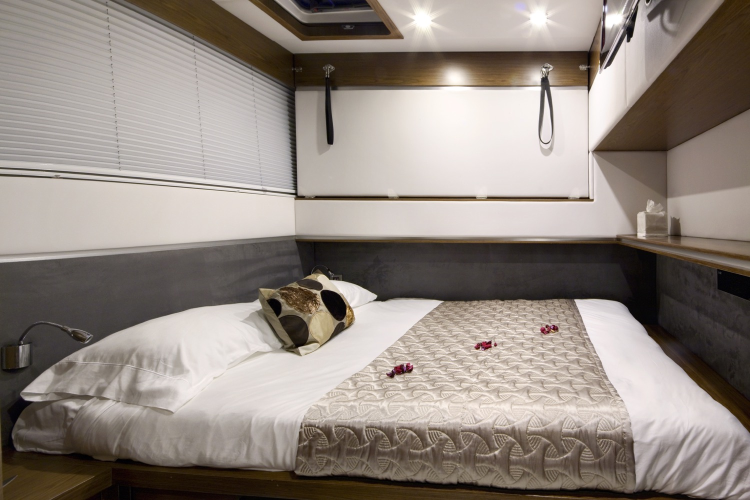sunreef 70 power yacht for sale guest cabin 4
