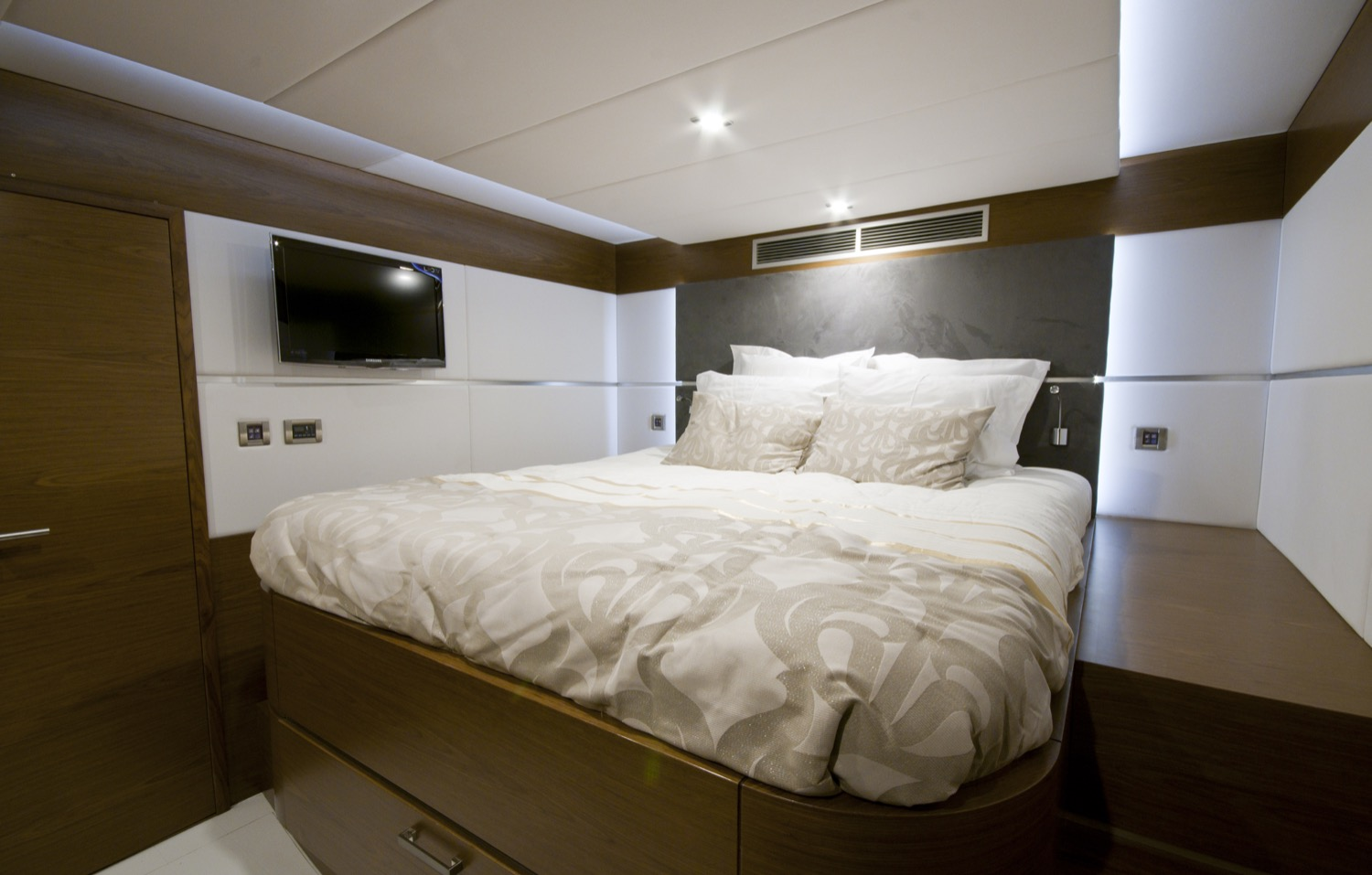 sunreef 70 power yacht for sale guest cabin