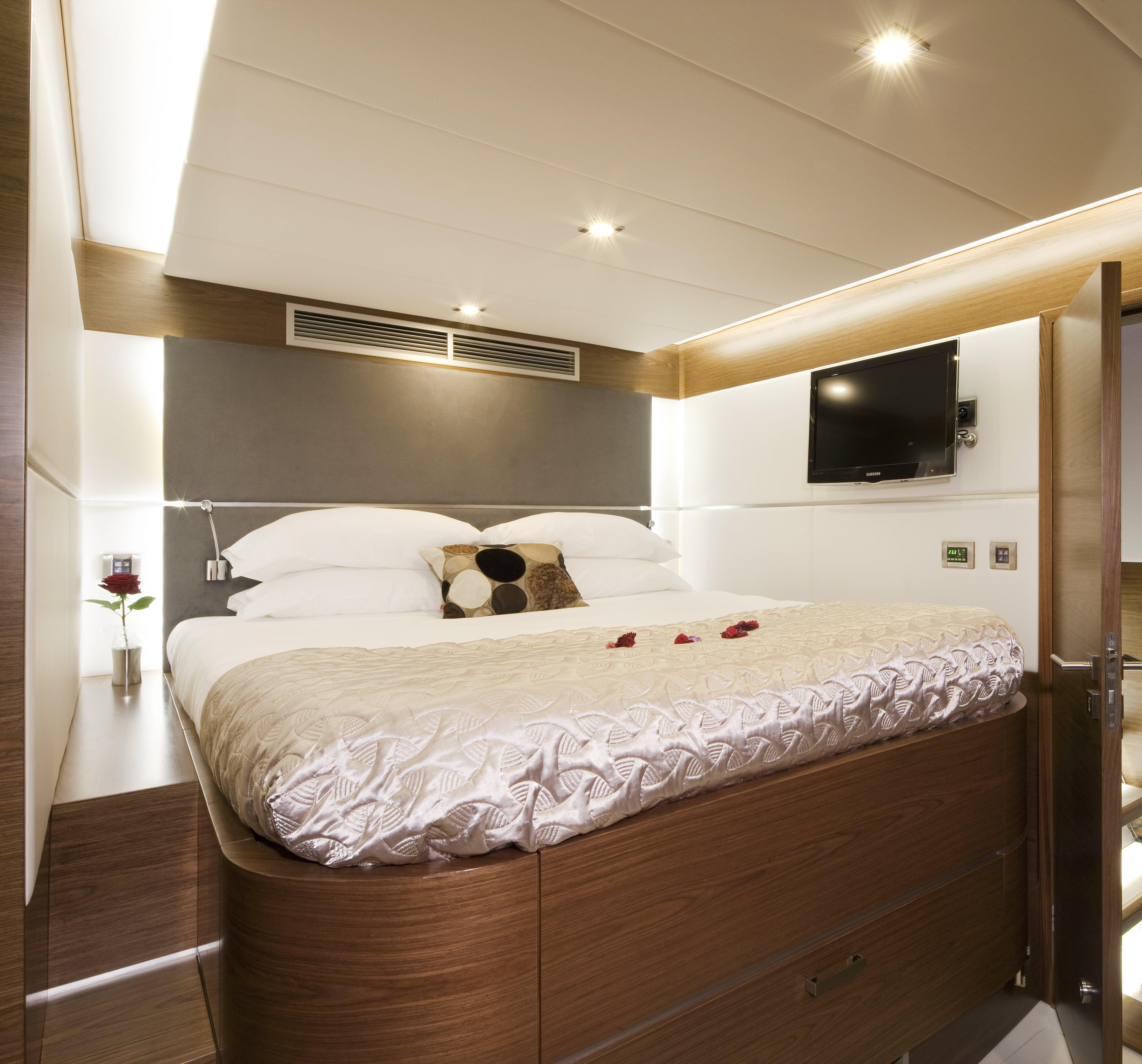 sunreef 70 power yacht for sale vip cabin-min