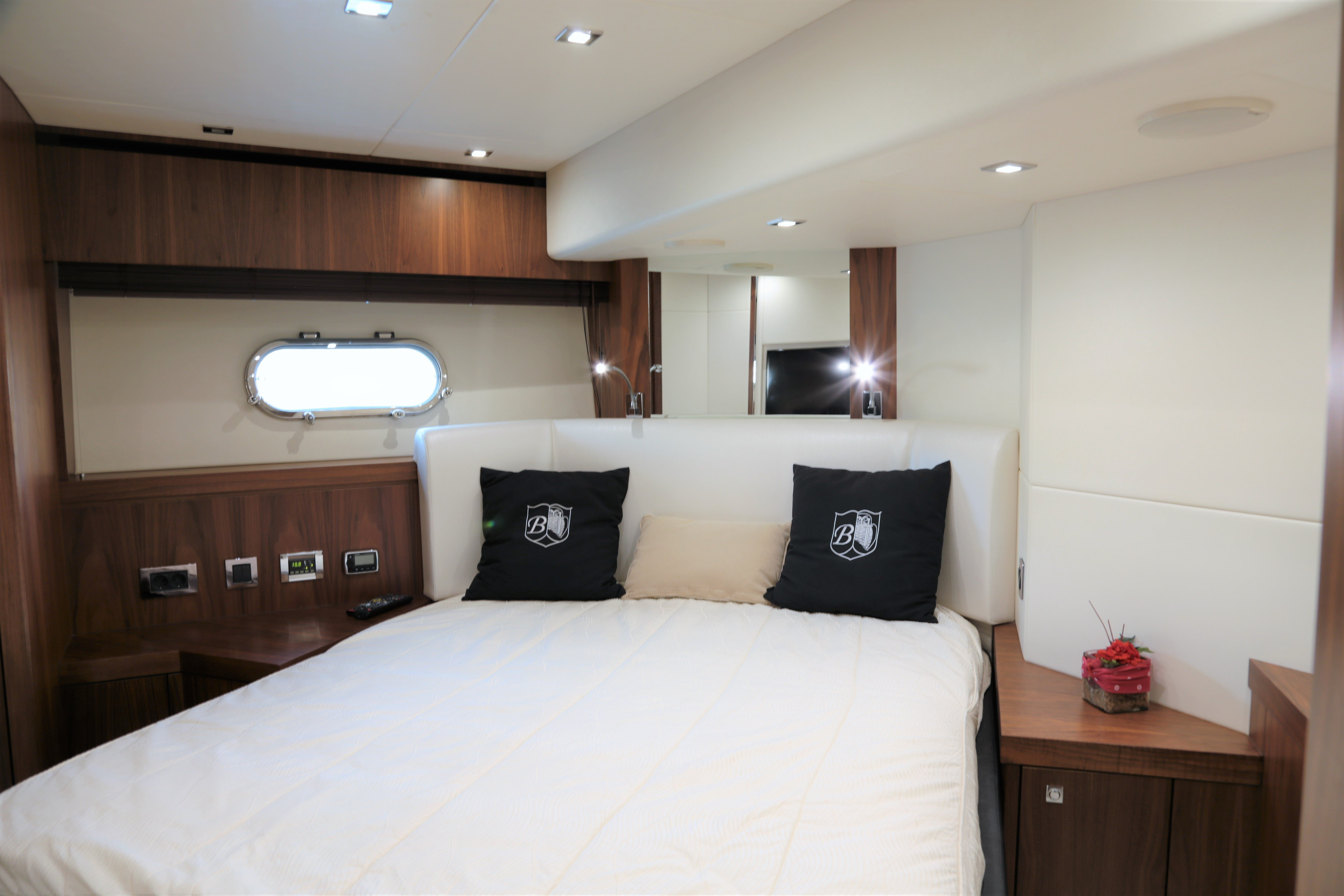 sunseeker manhattan 73 yacht for sale 12