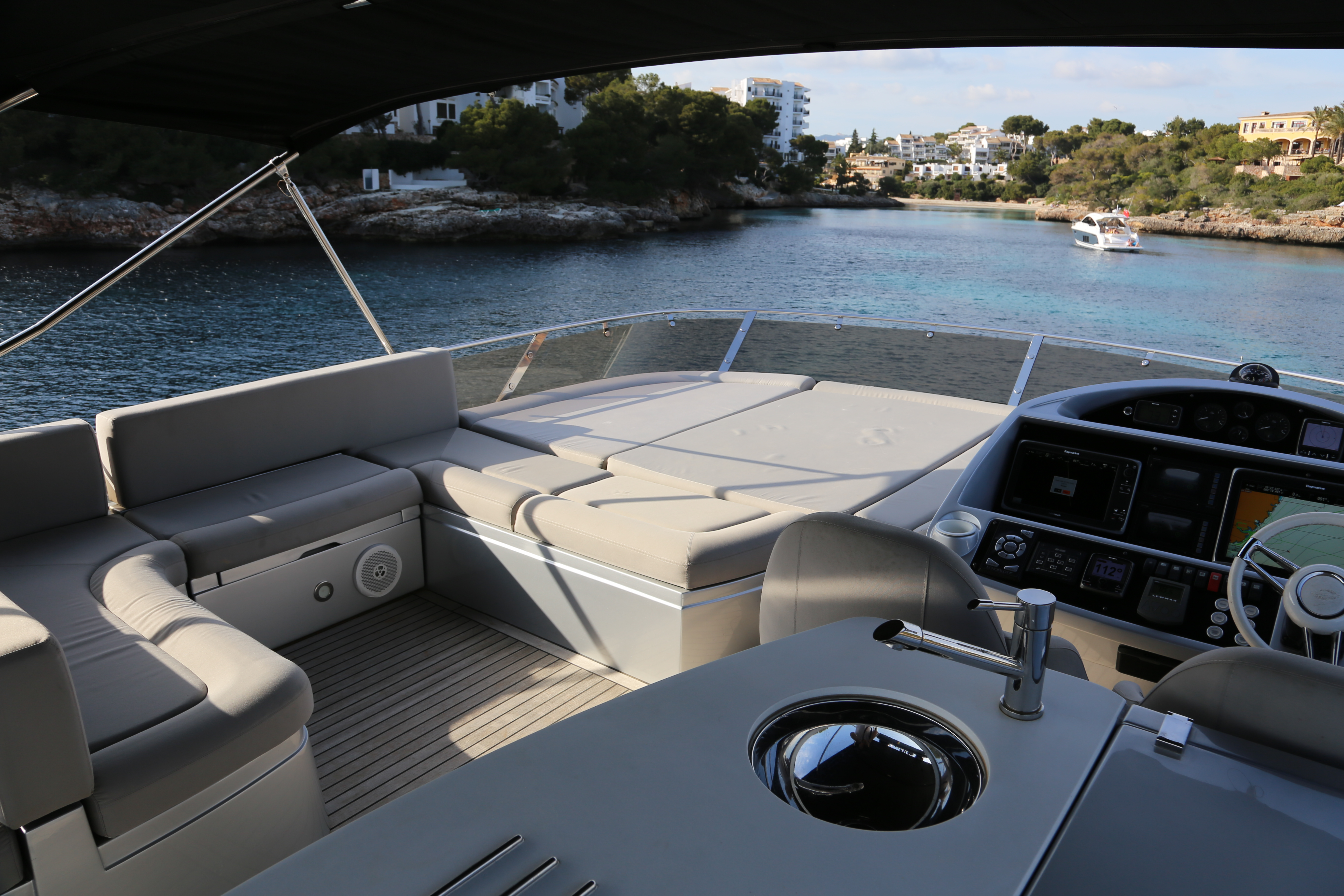 sunseeker manhattan 73 yacht for sale 17