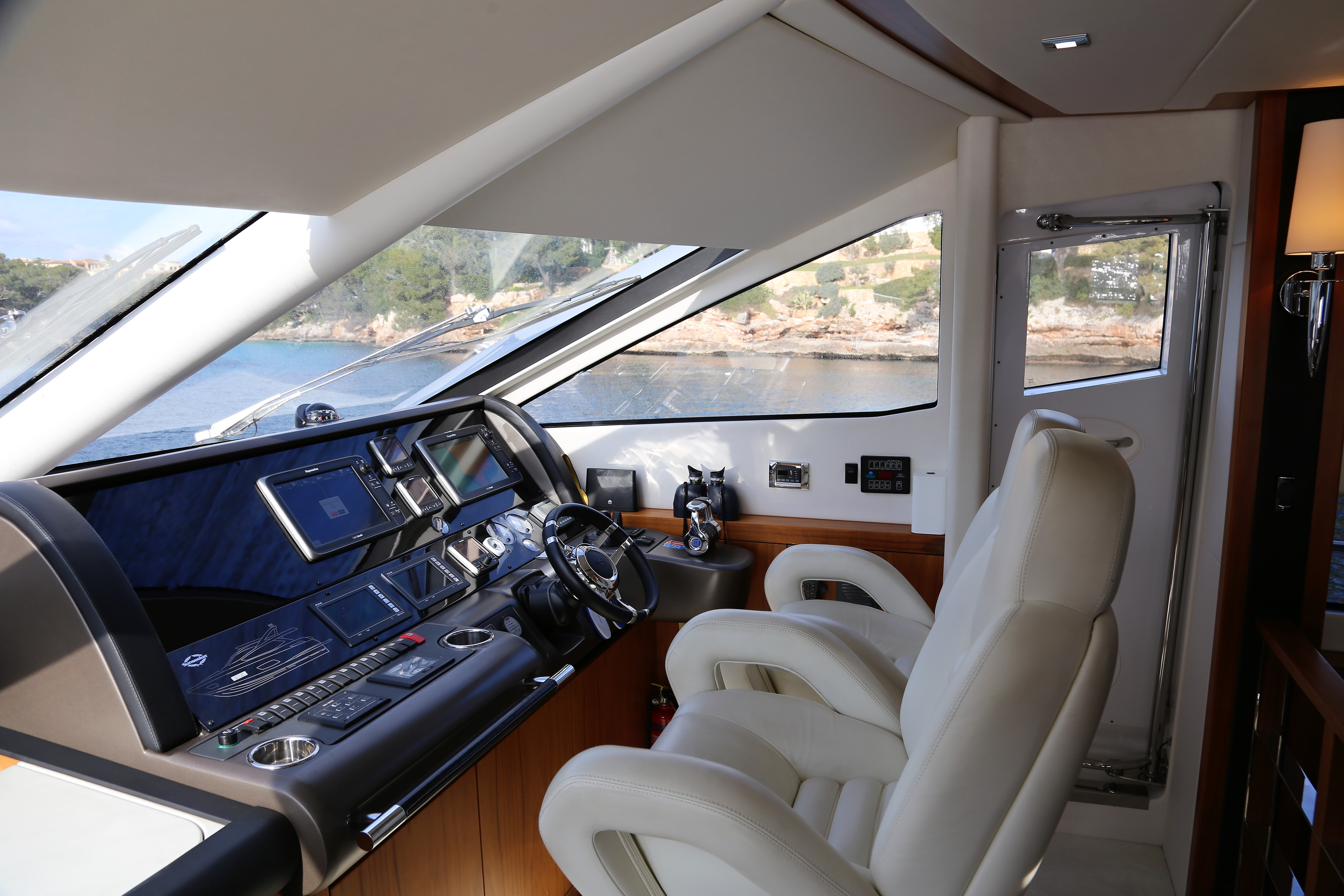 sunseeker manhattan 73 yacht for sale 23